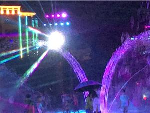 晚上终于有空欣赏一下大澳门太阳城平台广场的喷泉美景,却为一些孩子们的行为担忧,替他们的父母汗颜........