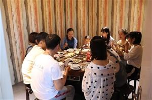 如何做一个标准的吃货---食叁味三鲜火锅之旅