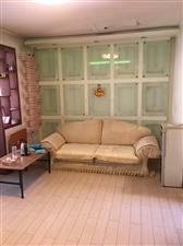 出租研究院2楼,2室一厅,家具家电齐全。可看房,房子干净整洁,拎包入住。年租金14000元