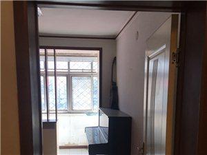出租研究院2�牵�2室一�d,家具家��R全。可看房,房子干�粽���,拎包入住。年租金14000元
