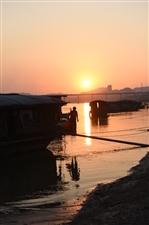 梧州西江遇见三代同堂的渔民家庭
