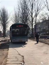 网友投诉:县镇一元公交带两箱方便面登车要求加钱合理吗?