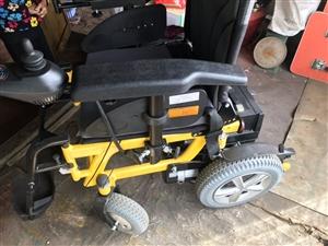 威之群电动轮椅,全新给老人买的一年就试用一次,因老人出院就卧床了。两块30W锂电池充一次电可行驶48...