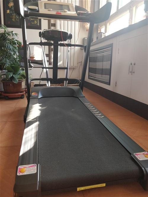 跑步机一部几乎是全新 买来是准备给儿子减肥用的,可儿子没跑几天就不跑了,一直闲置在家。本跑步机带腰部...