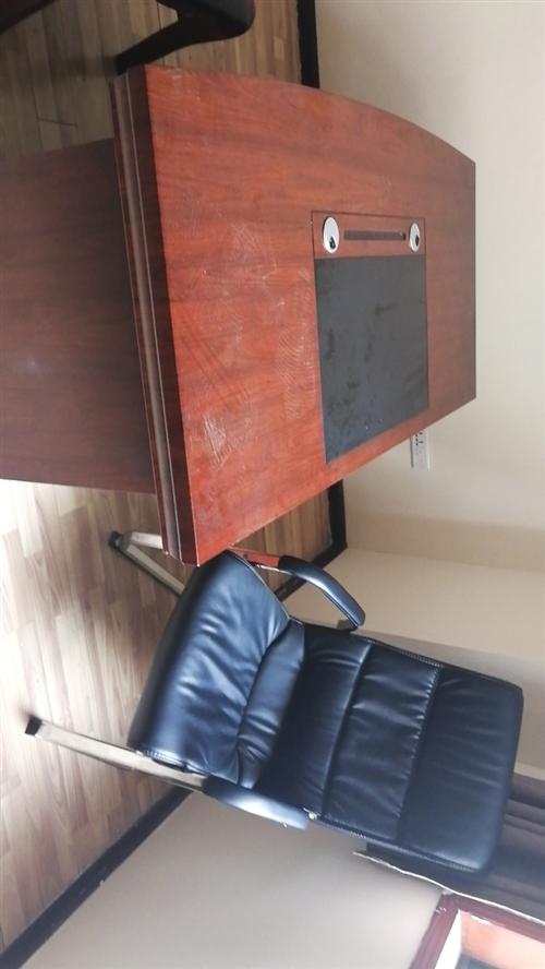 二手办公用品出售,办公桌椅,沙发,茶几,刚买2个月左右,诚意出售,价格面议,