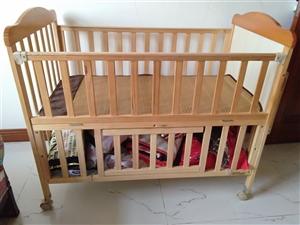 呵宝婴儿床,宝宝没有用过,只是放些衣物,有意者可以联系我,还有一辆呵宝推车微信手机同号:130306...