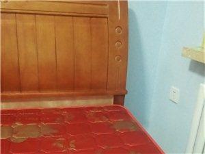 新买不久的双人床(1.5*2米)原价2000现1200元出卖。