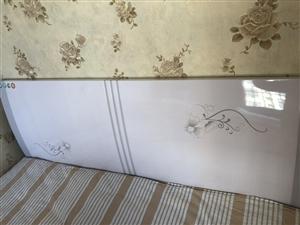 出售全新1.5米*2.0米双人实木床,带床垫。2018年搬新家购买的,家住2人,所以未用过这床,保证...