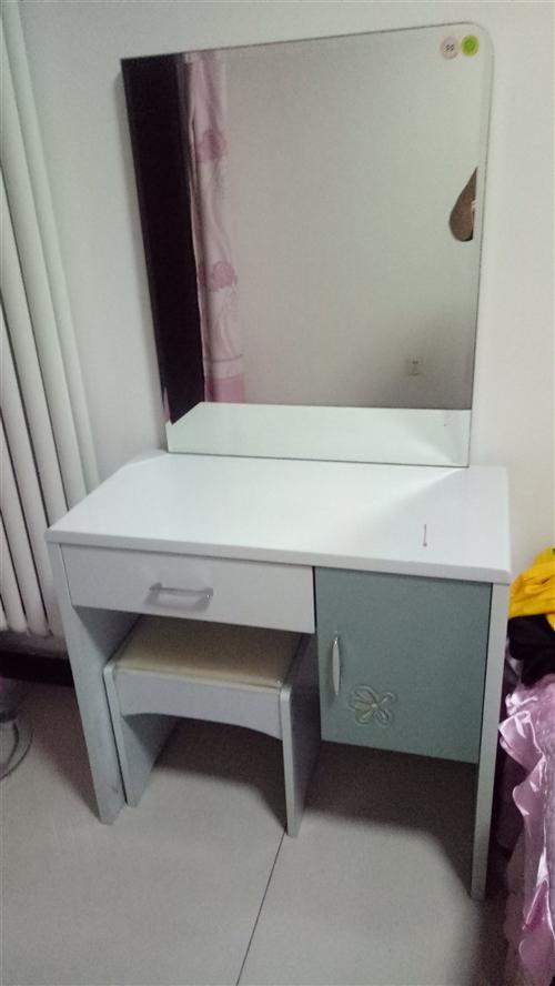 由于裝修  急出售  電視柜  茶幾  沙發  床鋪  梳妝臺  餐桌椅   價格面議  低價出售 ...