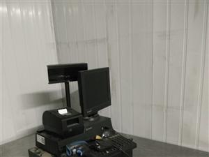 本人有全新高配的收银机,全新风冷展示柜出售。 联系电话:15549581229