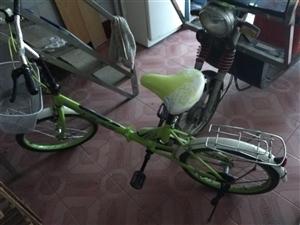 低价处理自行车,折叠的,前面有篮子。车况良好。价格可以商量。