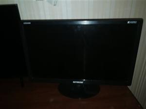 杂牌21电脑显示器300元出售另有旧主机。有需要的电联