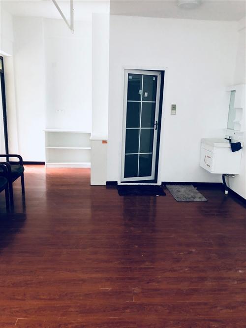 光谷大道地鐵口不限購不限貸電梯現房銷售2房總價56萬元