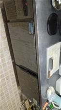 饭店不做了,现低价出售厨房用具,冷藏柜,扒炉等等!