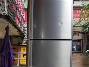 本人买了新冰箱,现有一台二手冰箱出售,没维修过。
