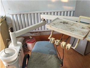 上海复星牙科椅,气路已坏,灯连接杆已坏,椅子电机完好,前后、升降都没问题,如果不修理只能当椅子用。
