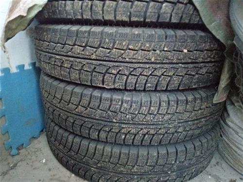 雪地胎:四条 型号:600/14 九成九新,使用一个月多,车卖了留下胎有需要者与我联系