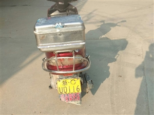 125大摩托车,六成新,1200元从浙江路桥区带回来准备自己骑,又花260元换的新电瓶,诚心出售,非...