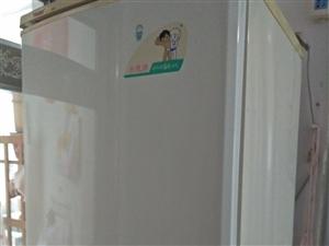 海��冰箱,低�r出售。搬家房子太小放不下。所以�理。