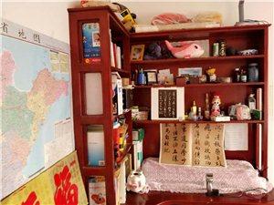 丽湖二期的房子,低价出售,房东因为个人原因急需用钱。虽是顶层但是里面装修都是全实木,房主很用心,家里...