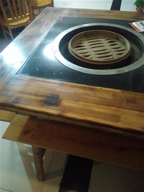 九成新两米餐桌十二把实木椅优价出售,另有九成新柴火灶带大理石桌面及柏木板凳椅子优价出售机不可失。
