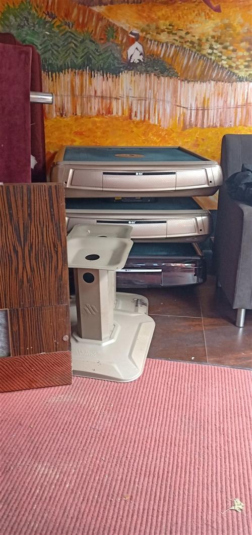 本旧货市场长期收购及出售宾馆,酒楼,KTV, 排档,结业公司等桌椅厨具空调办公设备。现仓库内有一批...