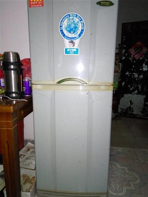 松下全铜管冰箱,功能性好,拆迁搬?#25913;?#22788;没地方放,便?#39034;?#21806;。售价500元。机不可失时不再来。