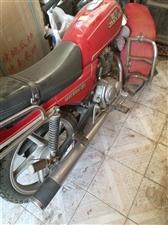 本人出售一�v嘉陵125板�摩托�,九成新,有意者���系,18329672031