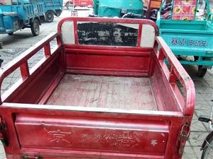 出售九成新京港电动三轮车车况非常良好,车厢长一米三宽一米,行程三十公里