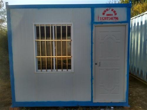 規格:6*3*2.7米(可定做,改裝) 本廠生產的住人集裝箱房,采用A級防火地板,A級防火夾芯板,...