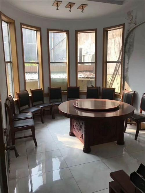 纯实木餐桌带十把椅子九五成新处理!价格面议
