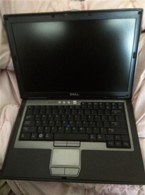 戴尔笔记本电脑,14寸,有光驱,适合上网,文件处理,看电影,玩小游戏,放dvd等,有充电器,电池正常...