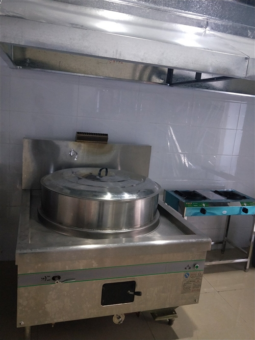 口径1米2的不锈钢大锅,可用做羊汤,煮面,大食堂用。八成新,原价4500的买的,现在卖1500