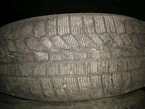 转让二手雪地胎.17年买的韩泰径口215/55/17.没用过几次.98成新.忍痛割爱.因换车型用不了...