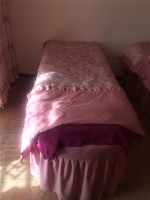 本人有两张9成新的美容床,包括4件套,价格美丽,需要的私聊