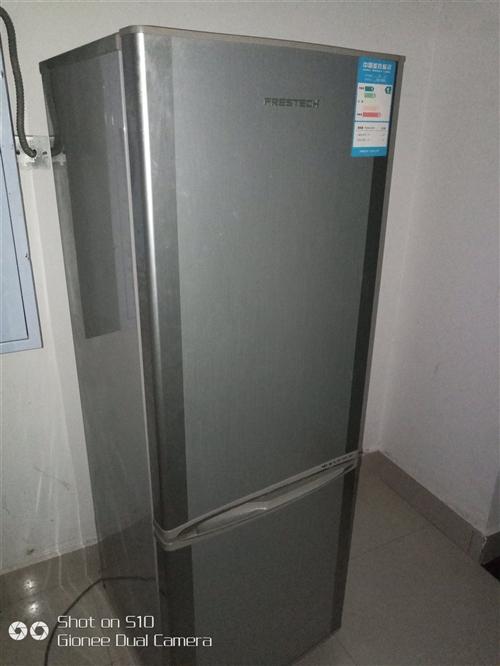 贝描述 新飞双门冰箱,用了4年多了,换大冰箱了,所以处理了,190升,上面冷藏,下面冷冻,见趴活的...