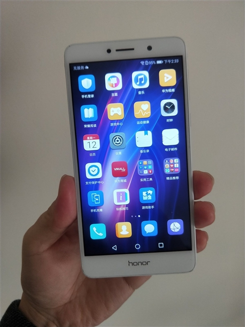 華為榮耀暢玩6X 3+32全網通4G手機,成色9新左右,具體成色可以看拍的照片!單機出售!爽快的贈送...