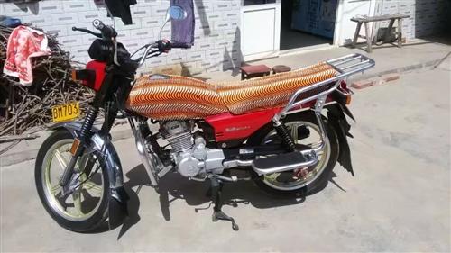 豪爵摩托车手续齐全。九成新跑了三四千公里