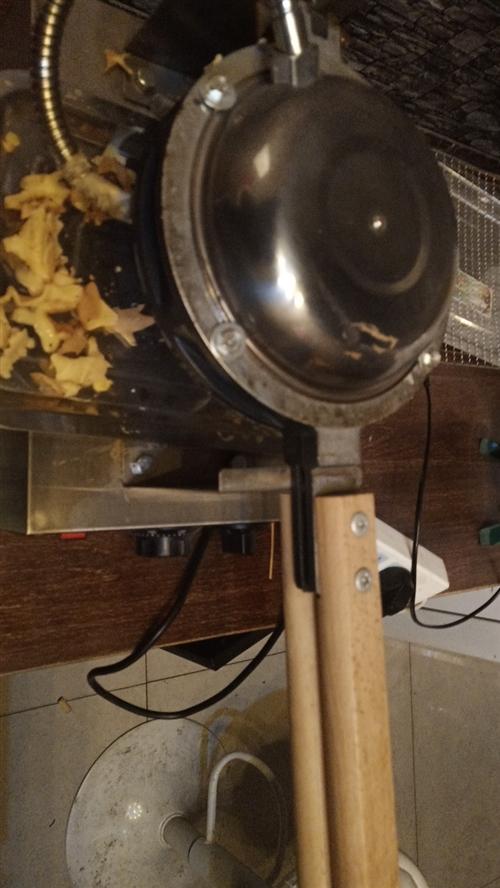 鸡蛋仔机器转让,包教会,包材料,还送鸡蛋仔粉,鸡蛋仔油,鸡蛋仔筒,用了3个月,现在用不上了