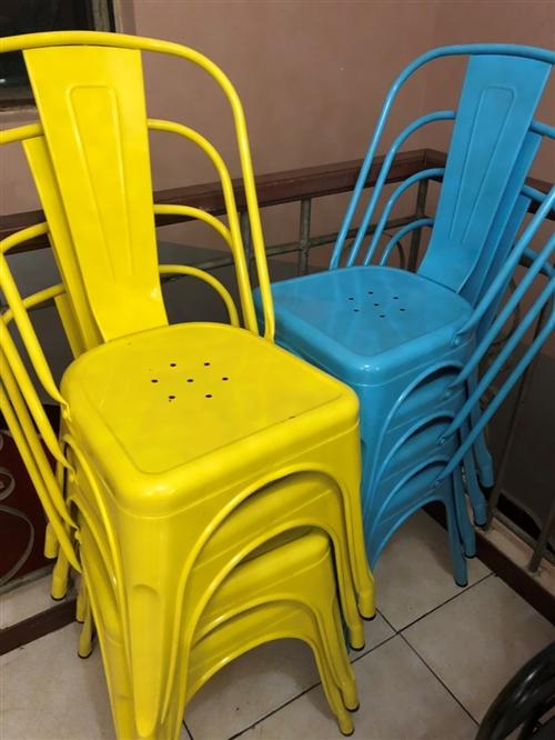 彩色铁艺凳子,九九新,150一个买的,现低价出售