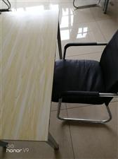 9.9成新20套桌椅转让。购进价220一套,现折价160一套(一张桌子配一把桌椅)。