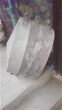 出售馍笼铝合金直径56厘米(1尺6寸左右),一共连盖子3层,一次可以做蒸馍70左右,因为多年都在那闲...