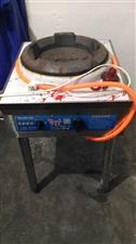 因店面已转,出售不锈钢汤面炉直径56cm高95cm,不锈钢煮面炉九成新直径51cm高86cm,不锈钢...