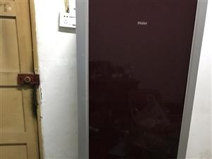 海尔冰箱,八成新,总容积196升,冷冻室68升,功能良好,干净。