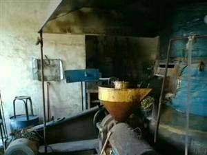 出售榨油机全套设备,净化设备,水化,脱色设备,导热油式炒锅,120--140名一台,油罐等。一年设备...