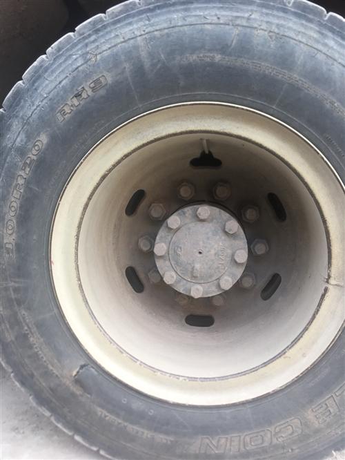 90-20轮胎两只,300一只