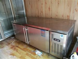 无烟烧烤车 保鲜工作台 烧烤炉  和面机  面条机 桌子 现在转让。