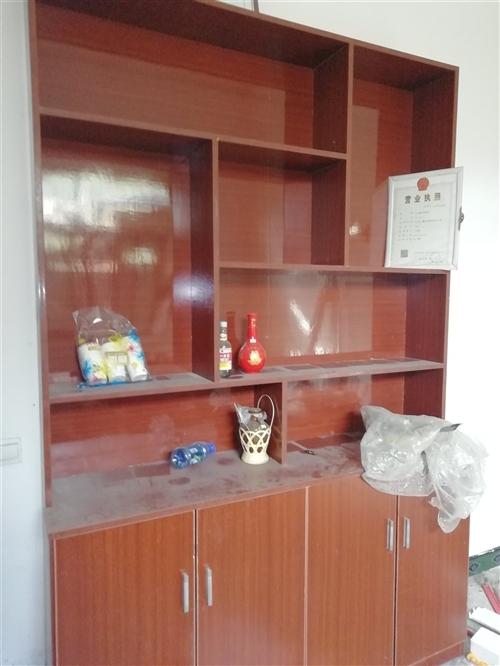自己找老师做的酒柜,做的时候原价4600,现在老家拆迁,把他处理了,1200一个,没掉漆,没变色,四...