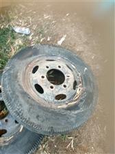 自己用的轮胎,650的,现在用不到了,有用的联系我,价格低,给钱就卖