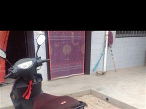 出售迅鹰踏板125摩托车一辆,因现在闲放在家,寻找一位爱好踏板的有缘人,成色8成新,性能良好,贱卖5...